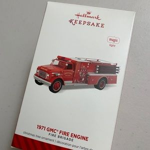 Hallmark 2014 keepsake fire engine (w light)